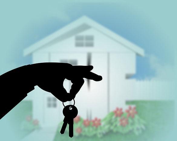 Samemu czy z biurem nieruchomości – poradnik kupującego