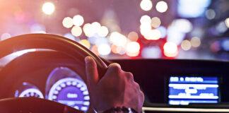 Nocna podróż samochodem