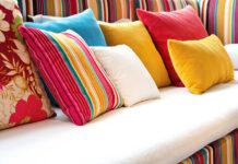 Nowoczesne poduszki dekoracyjne w mieszkaniu